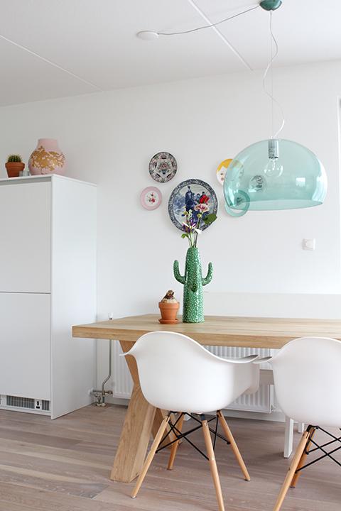 borden ophangen in de keuken