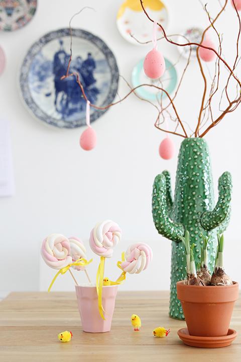 cactusvaas met paastak