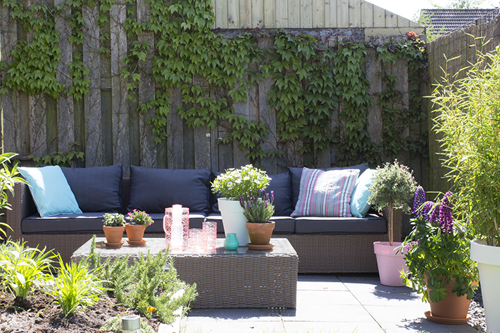 loungen in de tuin
